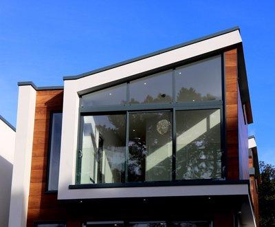 Dienstbarkeiten eines Hauses von zeitgenössischer Architektur