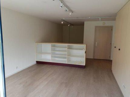 A Louer Administratif/Bureau 163 m2 à LA TOUR-DE-PEILZLocaux commerciaux d'env. 163 m2 au rez-supérieur 1/5
